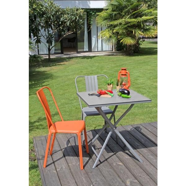 Ensemble repas Table Azuro 70x70 Taupe + 2 Chaises Azuro PROLOISIRS (1 Taupe / 1 Orange)