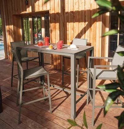 Salon de jardin Mange Debout STONEO gris + 4 chaises hautes IDA grises